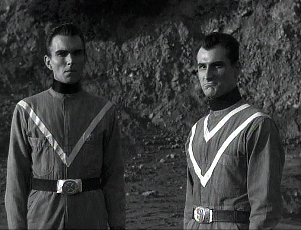 Bryan Grant and King Moody in Teenagers from Outer Space (1959)