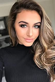 Chloe Veitch Picture