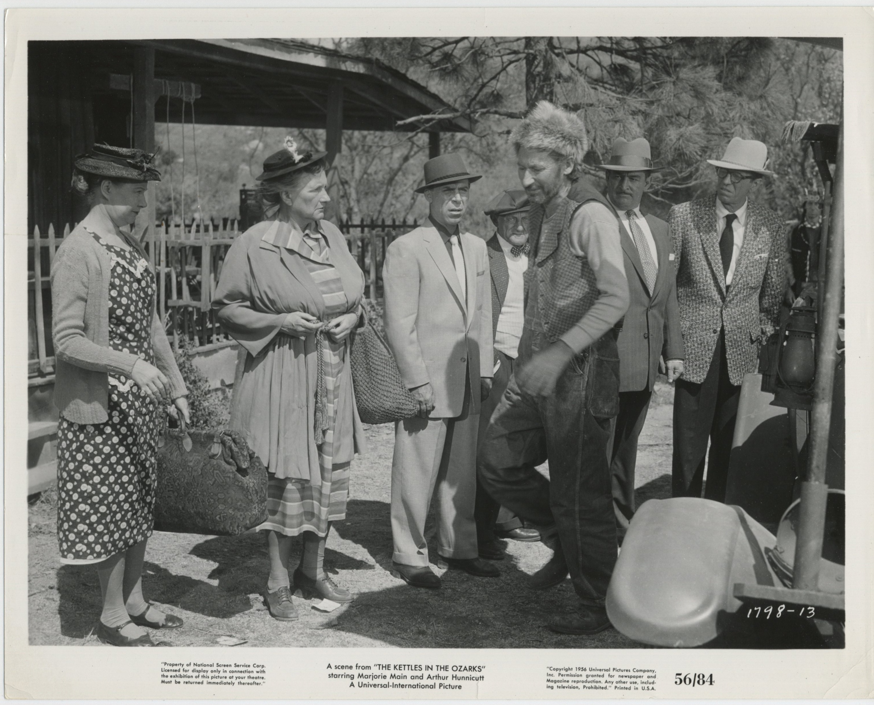 Ted de Corsia, William Fawcett, Arthur Hunnicutt, Marjorie Main, and Una Merkel in The Kettles in the Ozarks (1956)