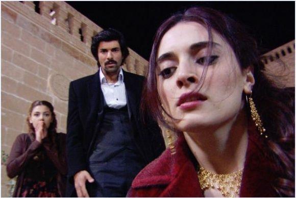Engin Akyürek and Aslihan Gürbüz in Bir bulut olsam (2009)