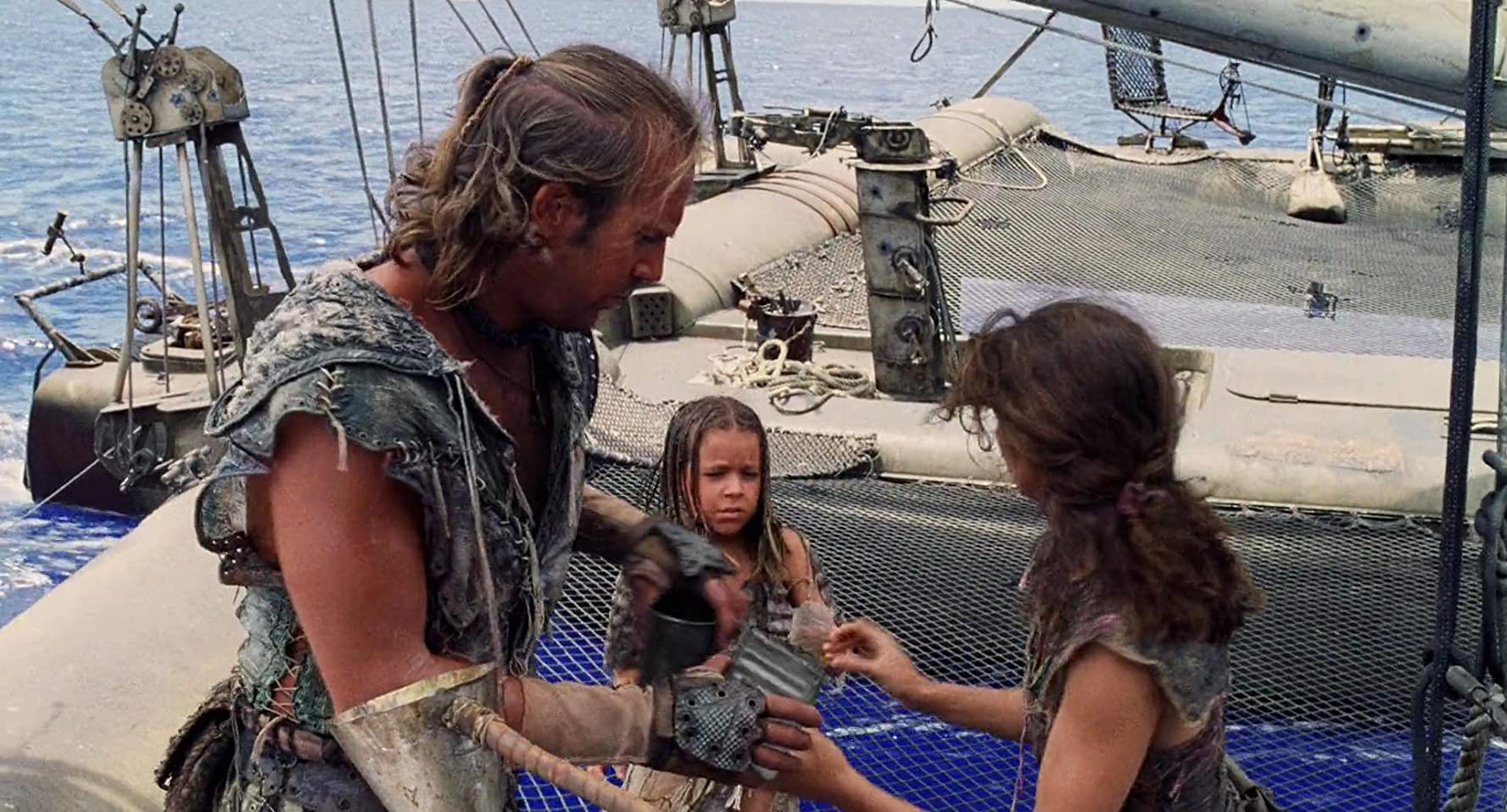 Kevin Costner, Jeanne Tripplehorn, and Tina Majorino in Waterworld (1995)