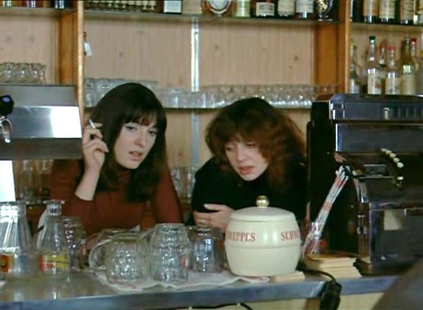 Juliet Berto and Olimpia Carlisi in Le milieu du monde (1974)