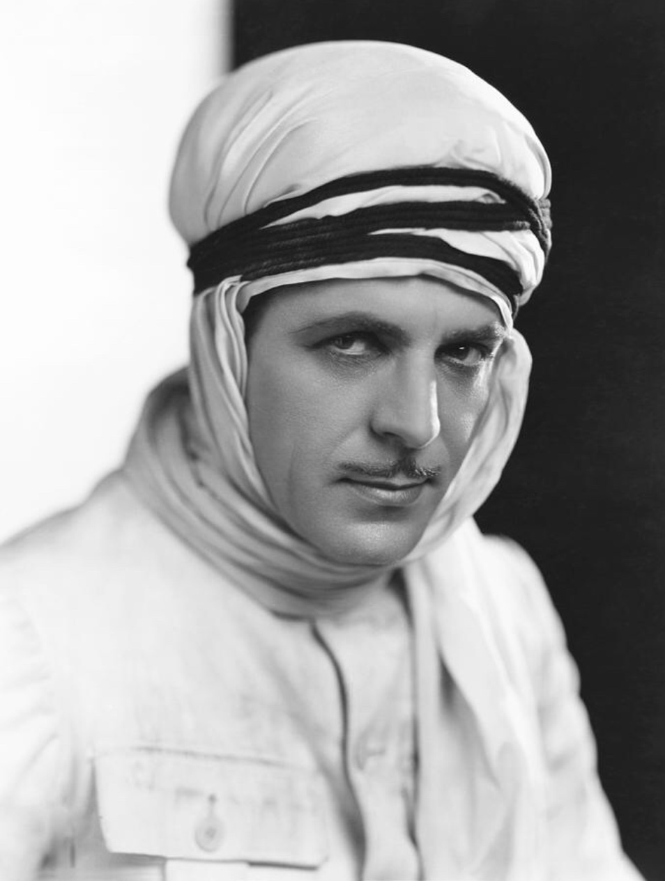 Warner Baxter in Renegades (1930)