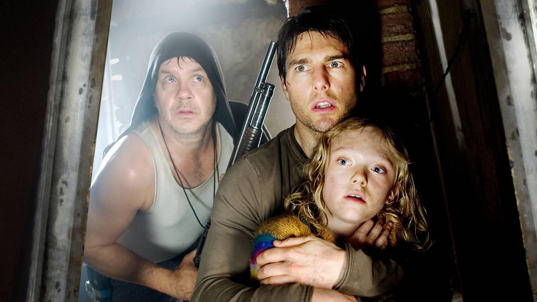 Tom Cruise, Tim Robbins, and Dakota Fanning in War of the Worlds (2005)