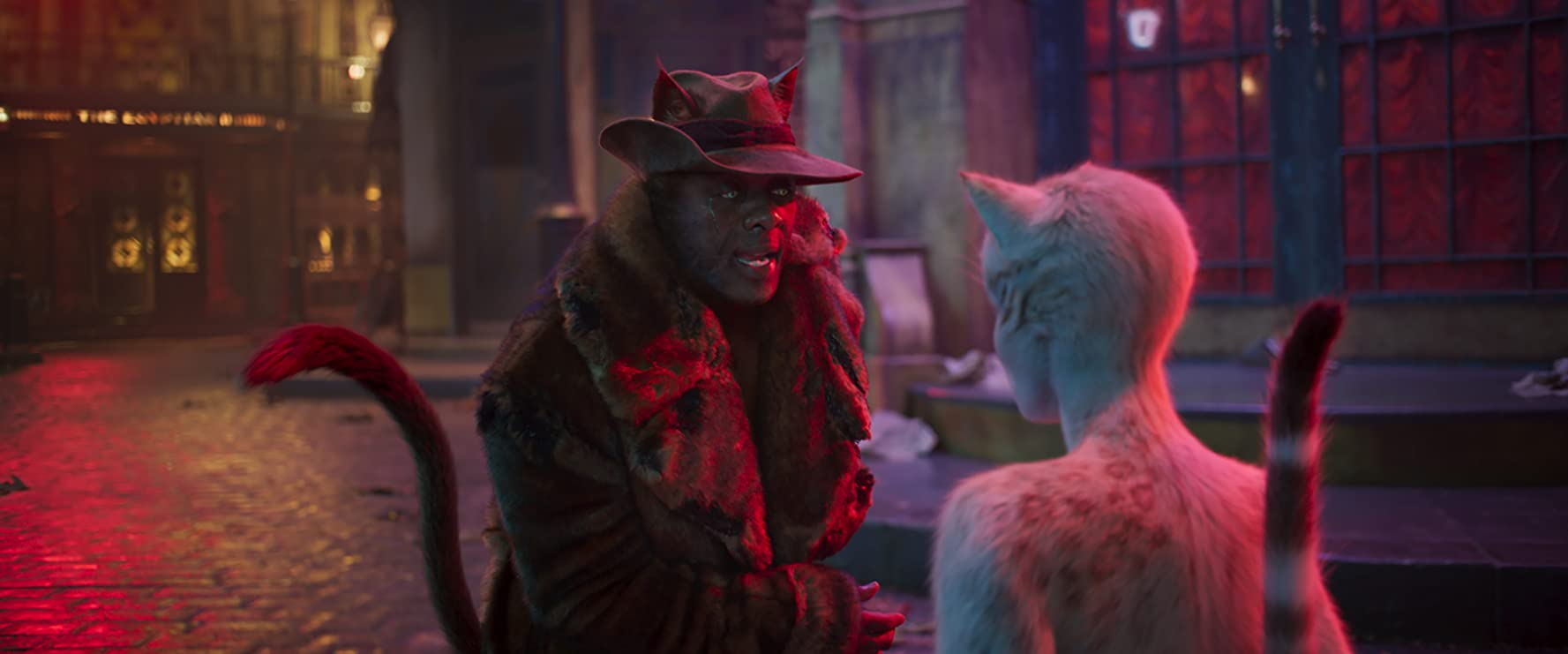 Idris Elba and Francesca Hayward in Cats (2019)