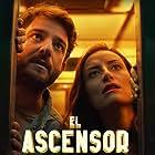 Gorka Otxoa and Marimar Vega in El Ascensor (2021)