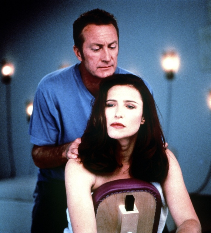 Ganzkörpermassage Mimi Rogers 'Bosch' Spinoff
