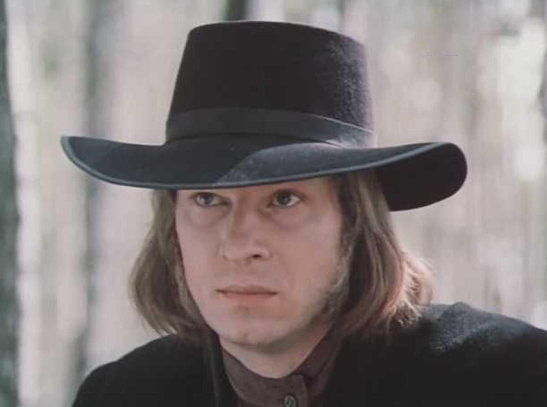 Vladimir Bogin in Ottsy i deti (1983)