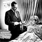 Albert Lieven and Ingrid van Bergen in Das Geheimnis der gelben Narzissen (1961)