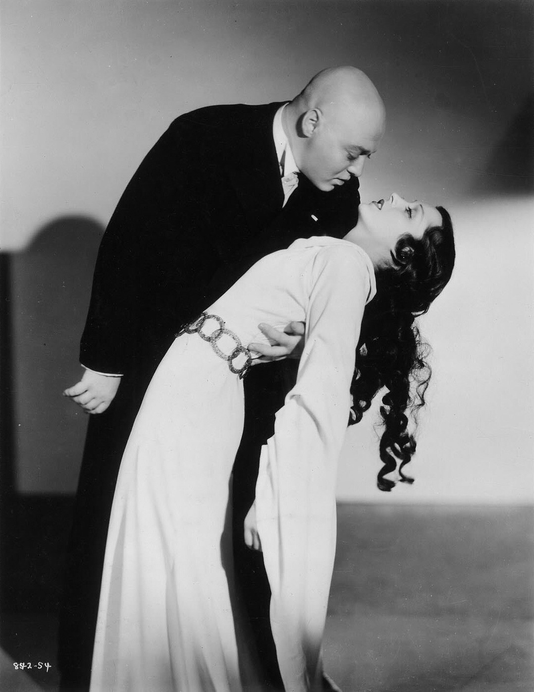 Peter Lorre and Frances Drake in Mad Love (1935)