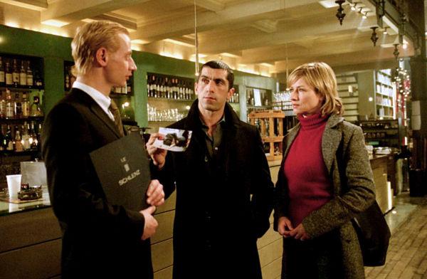 Corinna Harfouch, Victor Schefé, and Erdal Yildiz in Blond: Eva Blond! (2002)