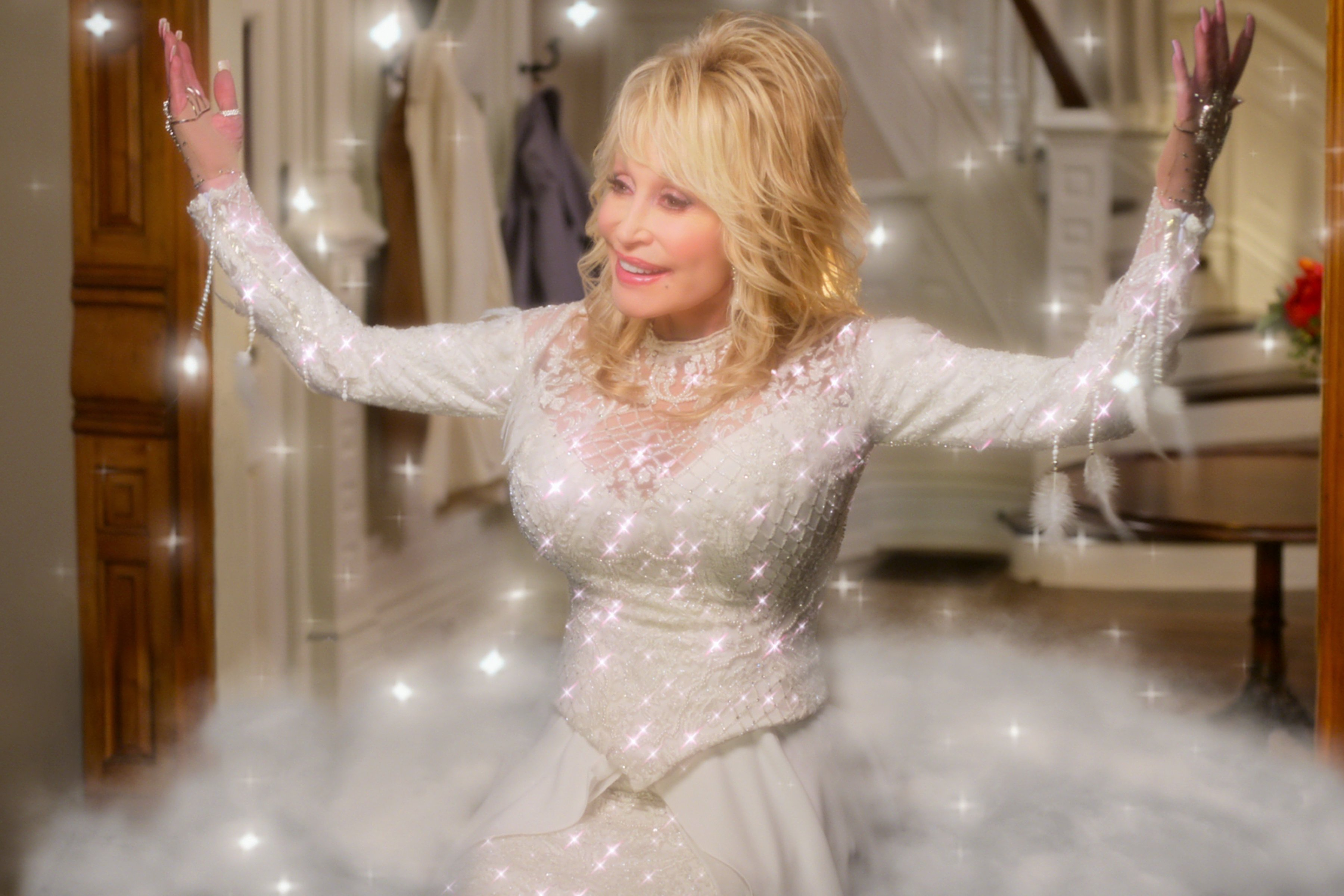 Dolly Parton in Christmas on the Square (2020)