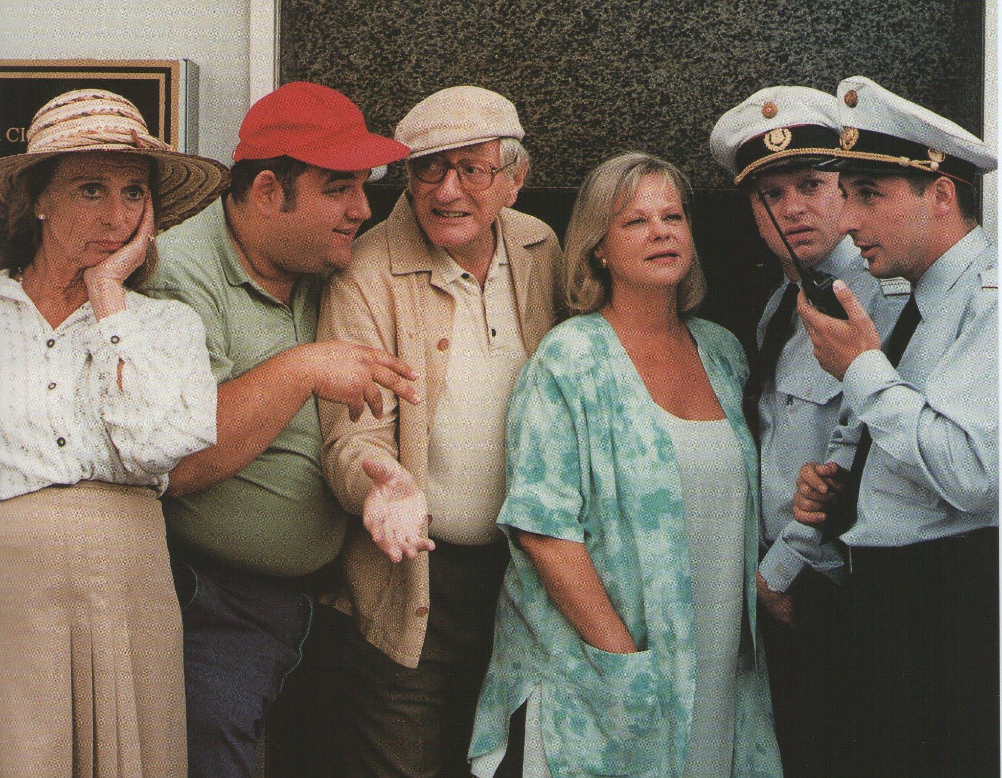 Christoph Fälbl, Walter Langer, Marianne Mendt, Reinhard Nowak, Gerald Pichowetz, and Ellen Umlauf in Kaisermühlen Blues (1992)