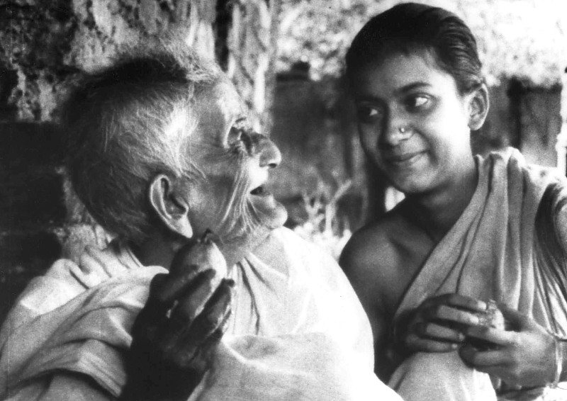 Uma Das Gupta and Chunibala Devi in Pather Panchali (1955)