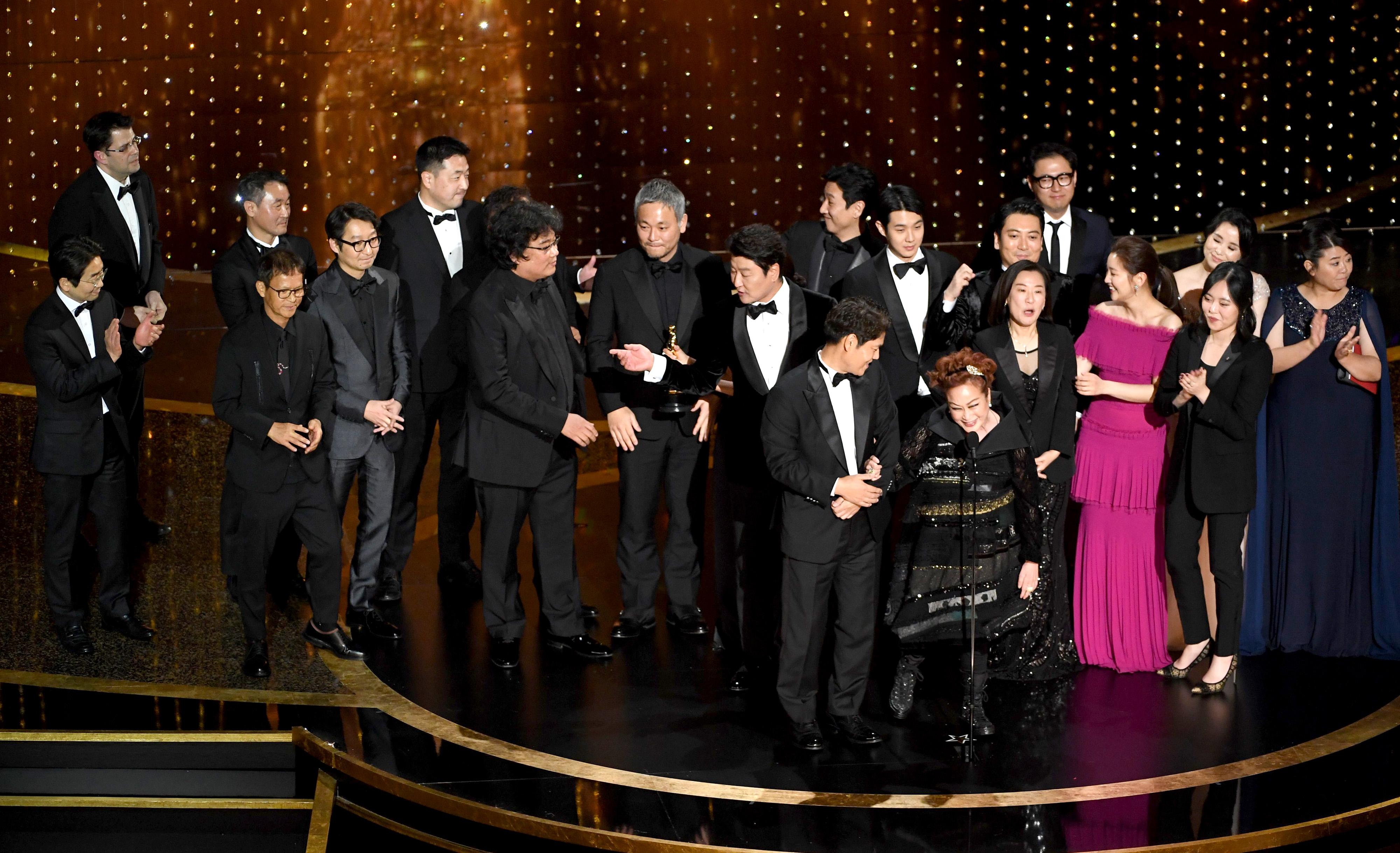 Bong Joon Ho, Kang-ho Song, Lee Sun-kyun, Cho Yeo-jeong, Yang-kwon Moon, Ha-jun Lee, Park So-dam, and Jin-won Han at an event for The Oscars (2020)