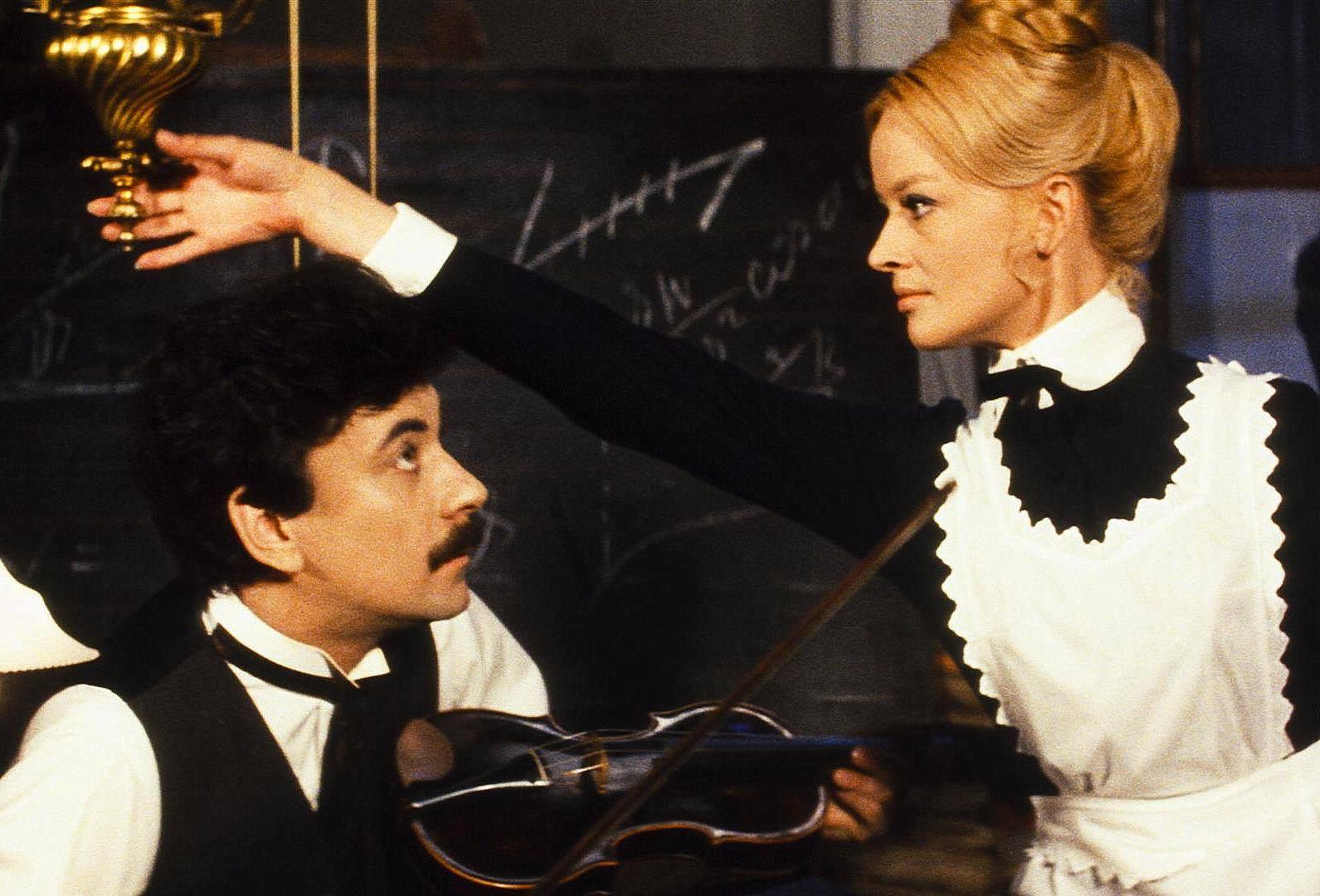 Jana Brejchová and Petr Cepek in Zabil jsem Einsteina, panove (1970)