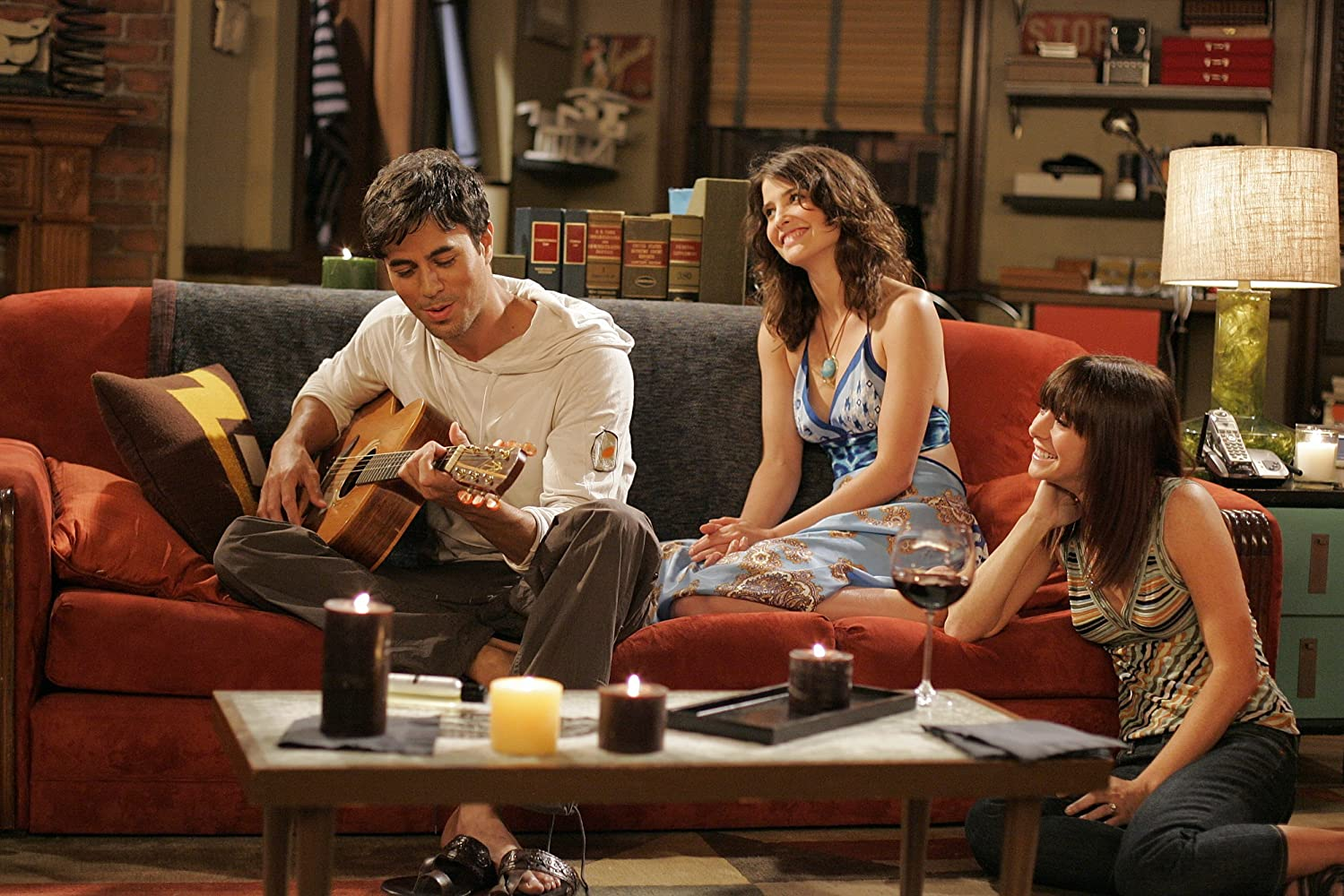 Alyson Hannigan, Enrique Iglesias, and Cobie Smulders in How I Met Your Mother (2005)
