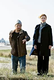 Karoline Schuch and Christoph Letkowski in Die Toten am Meer (2020)
