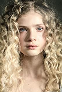 Elena Kampouris Picture