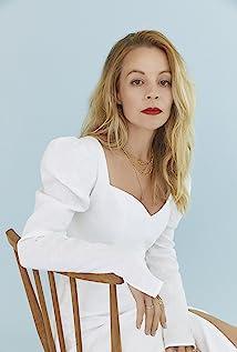 Fiona Button Picture