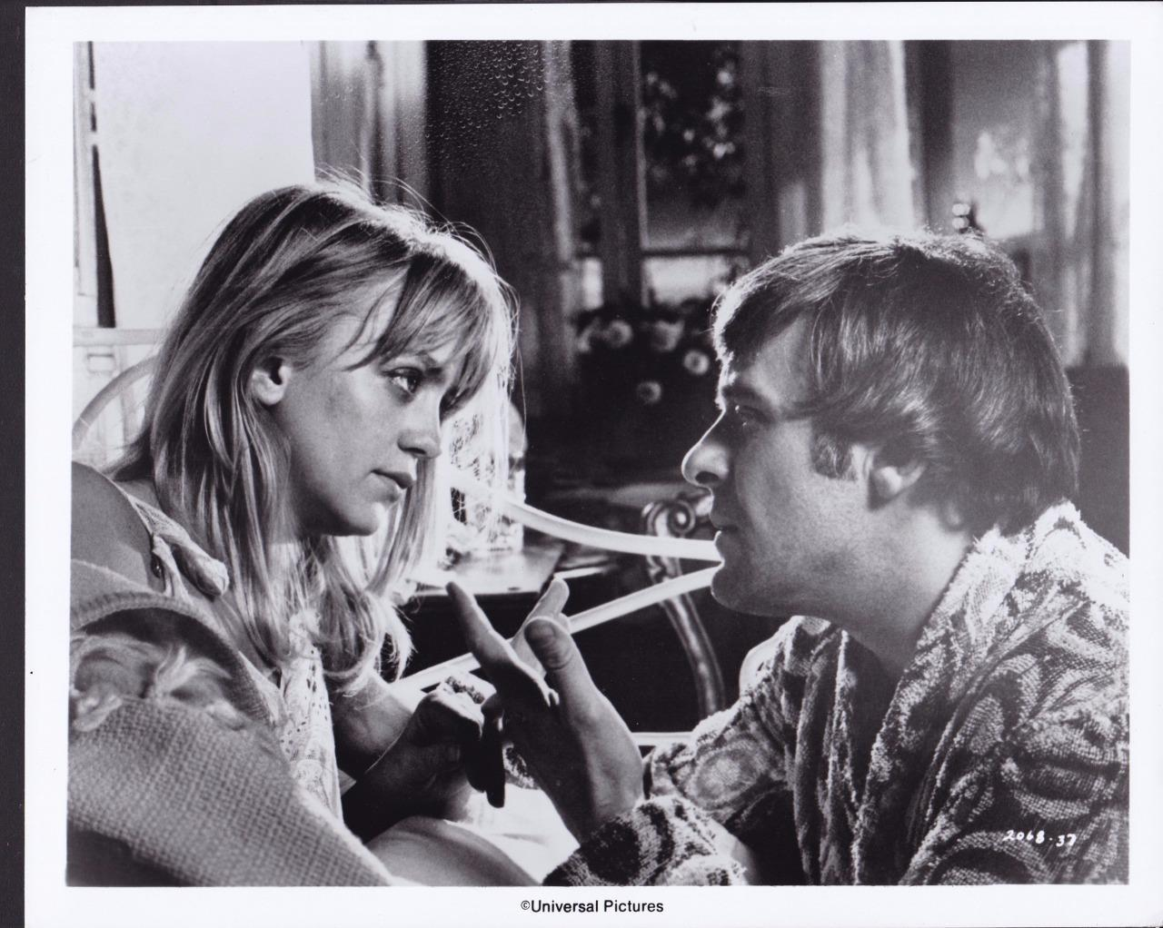 Anthony Hopkins and Goldie Hawn in The Girl from Petrovka (1974)