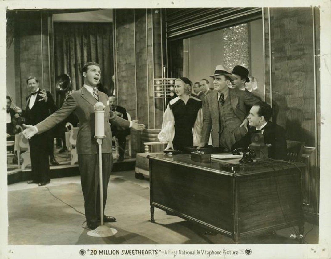 Ginger Rogers, Pat O'Brien, Ted Fio Rito, Sam Hayes, Dick Powell, and Ted Fio Rito Orchestra in Twenty Million Sweethearts (1934)