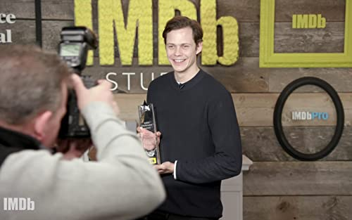 Bill Skarsgård Wins IMDb STARmeter Fan Favorite Award