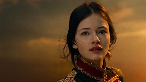 All Clara (Mackenzie Foy) wants is a key -- a one-of-a-kind key that will unlock a box that holds a priceless gift. A golden thread, presented to her at godfather Drosselmeyer's (Morgan Freeman) annual holiday party, leads her to the coveted key -- which promptly disappears into a strange and mysterious parallel world.