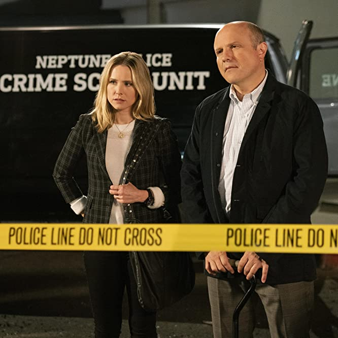 Kristen Bell and Enrico Colantoni in Veronica Mars (2004)