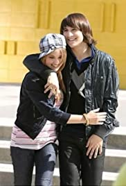 Is emily osment dating mitchel musso in real life