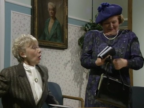 Geraldine Newman and Patricia Routledge in Keeping Up Appearances (1990)