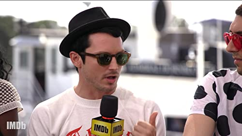 "Elijah Wood Connects With ""Dirk Gently's Holistic Detective Agency"" Character"