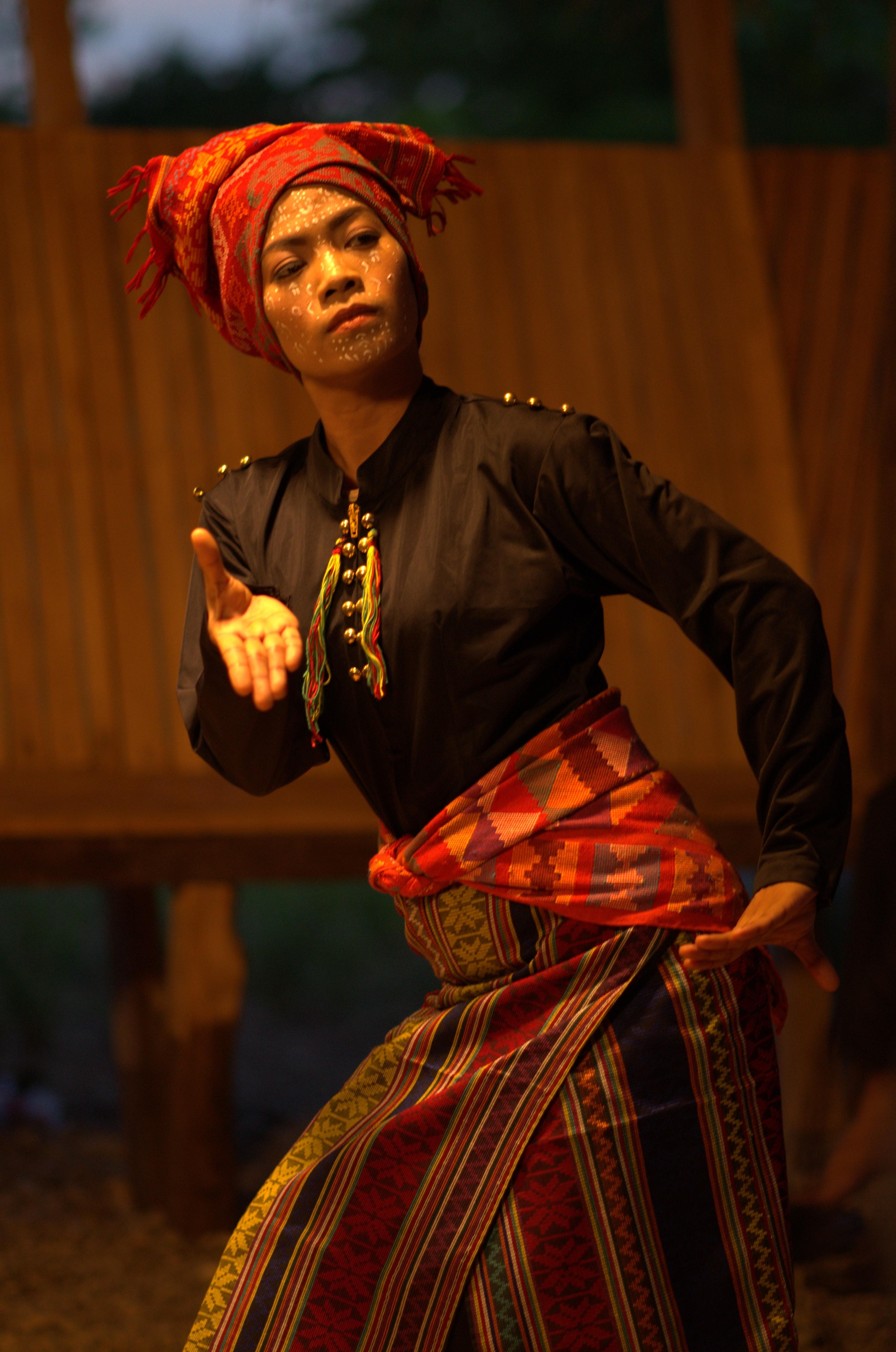 Ruth Alferez in Ang araw sa likod mo (2017)