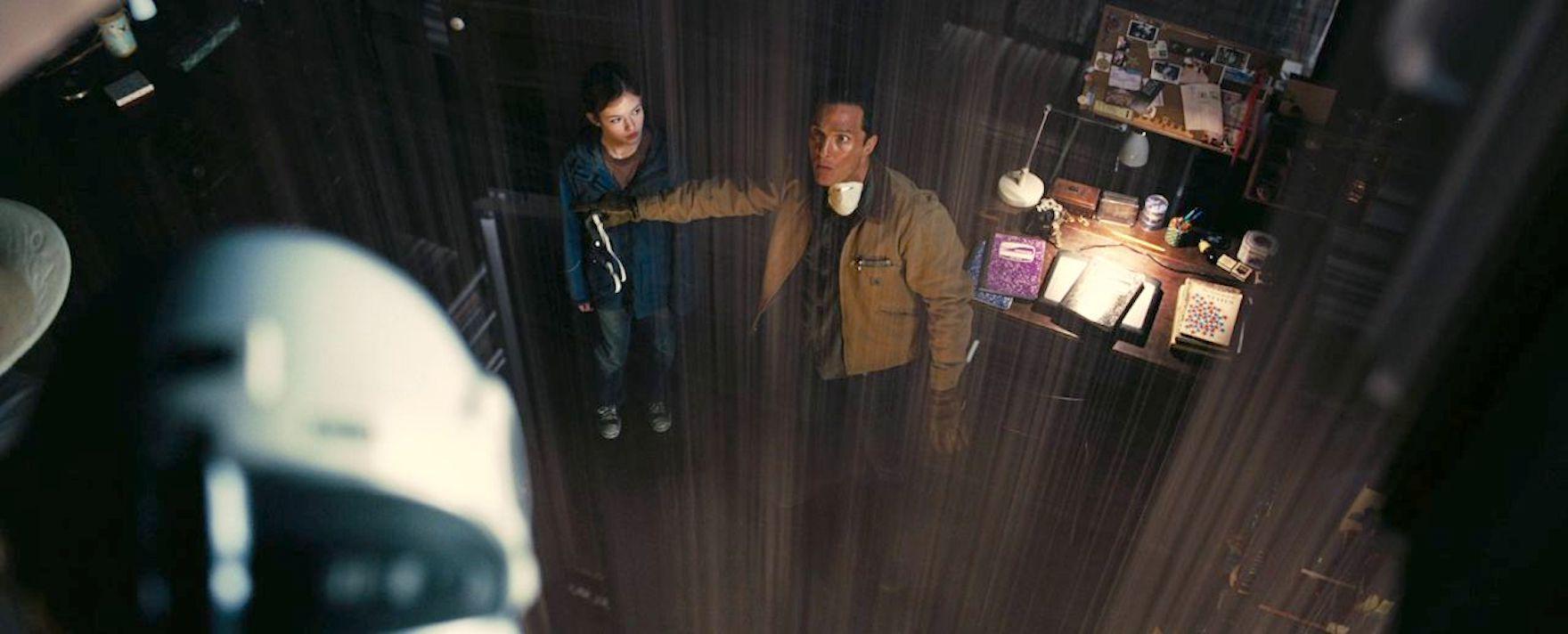 Matthew McConaughey and Mackenzie Foy in Interstellar (2014)