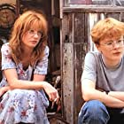 Jane Horrocks and Claire Skinner in Life Is Sweet (1990)