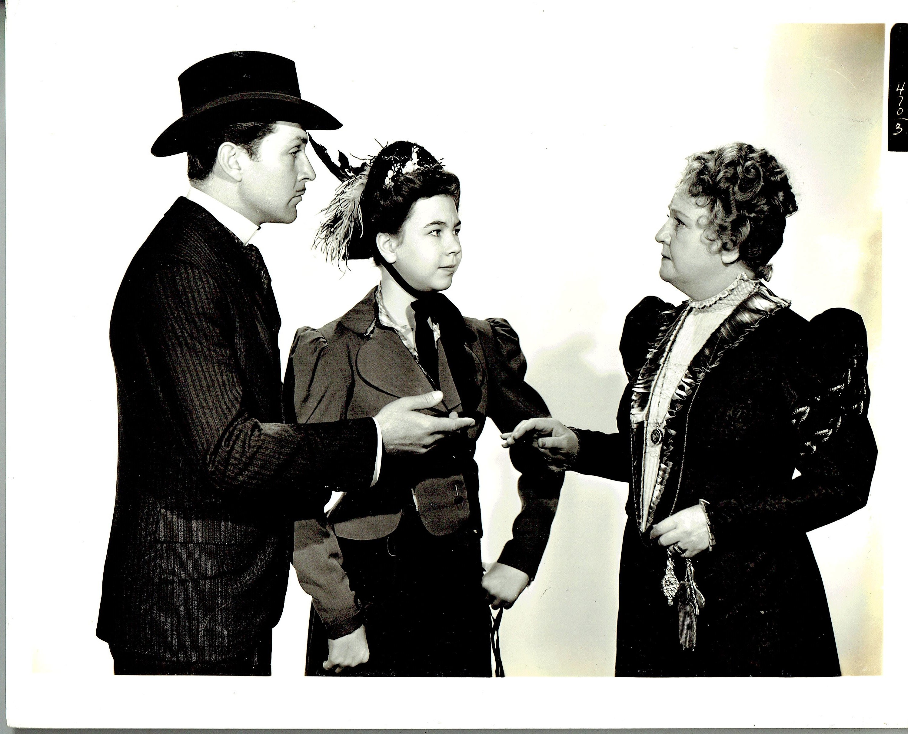 Jessie Ralph, Kent Taylor, and Jane Withers in Girl from Avenue A (1940)