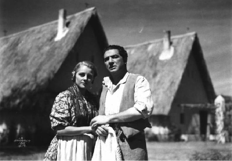 Luana Alcañiz and José Baviera in La barraca (1945)