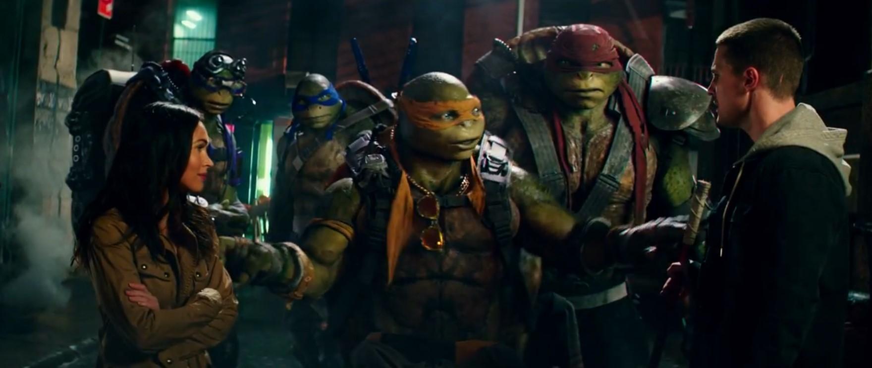 Noel Fisher, Jeremy Howard, Megan Fox, Stephen Amell, Alan Ritchson, and Pete Ploszek in Teenage Mutant Ninja Turtles: Out of the Shadows (2016)
