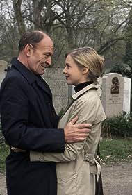 Bernadette Heerwagen and Michael Mendl in Die Hochzeit meines Vaters (2006)