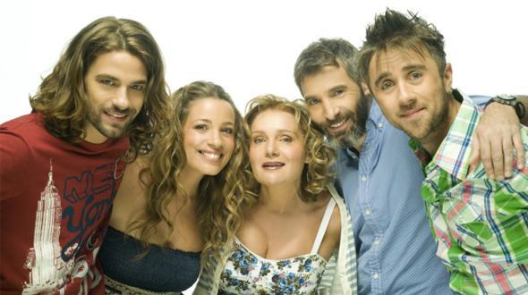 Thodoris Atheridis, Maria Kavoyianni, Apostolis Totsikas, Thanasis Tsaltabasis, and Niki Anastasiou in Piso sto spiti (2011)