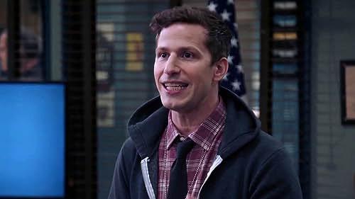 Brooklyn Nine-Nine: Jake Thinks O'sullivan Is Targeting Him