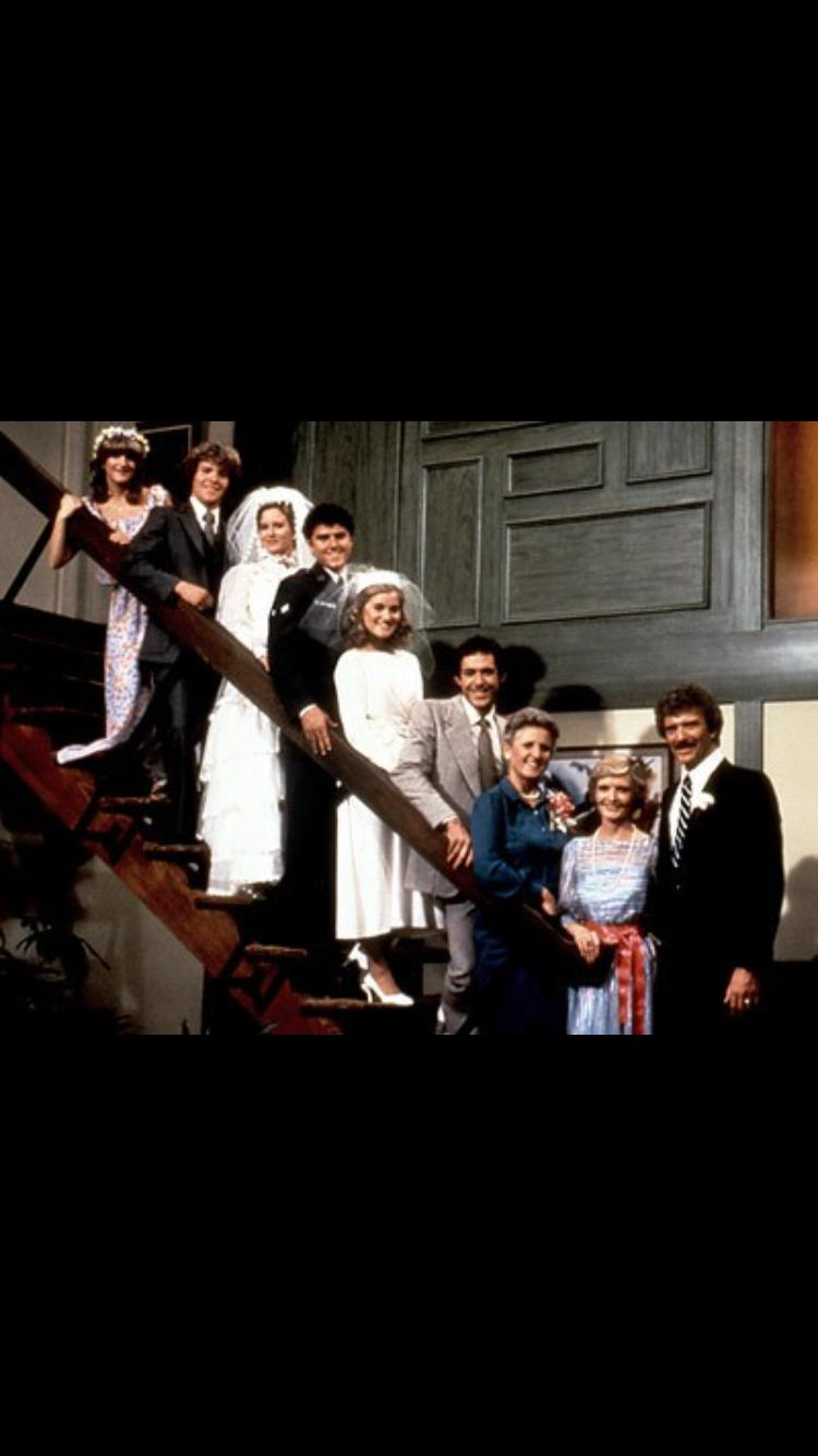 Eve Plumb, Florence Henderson, Susan Olsen, Robert Reed, Ann B. Davis, Christopher Knight, Mike Lookinland, Maureen McCormick, and Barry Williams in The Brady Girls Get Married (1981)