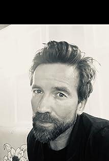 Dean Lennox Kelly Picture
