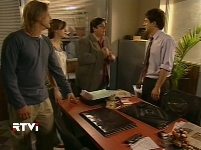 Facundo Arana, Carlos Portaluppi, and Mónica Antonópulos in Vidas robadas (2008)