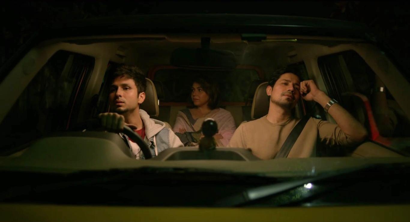 Maanvi Gagroo, Amol Parashar, and Sumeet Vyas in Phir Se Tripling (2019)