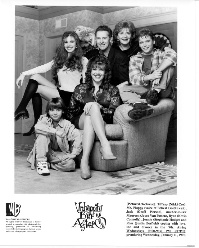 Justin Berfield, Kevin Connolly, Nikki Cox, Stephanie Hodge, Geoff Pierson, and Joyce Van Patten in Unhappily Ever After (1995)