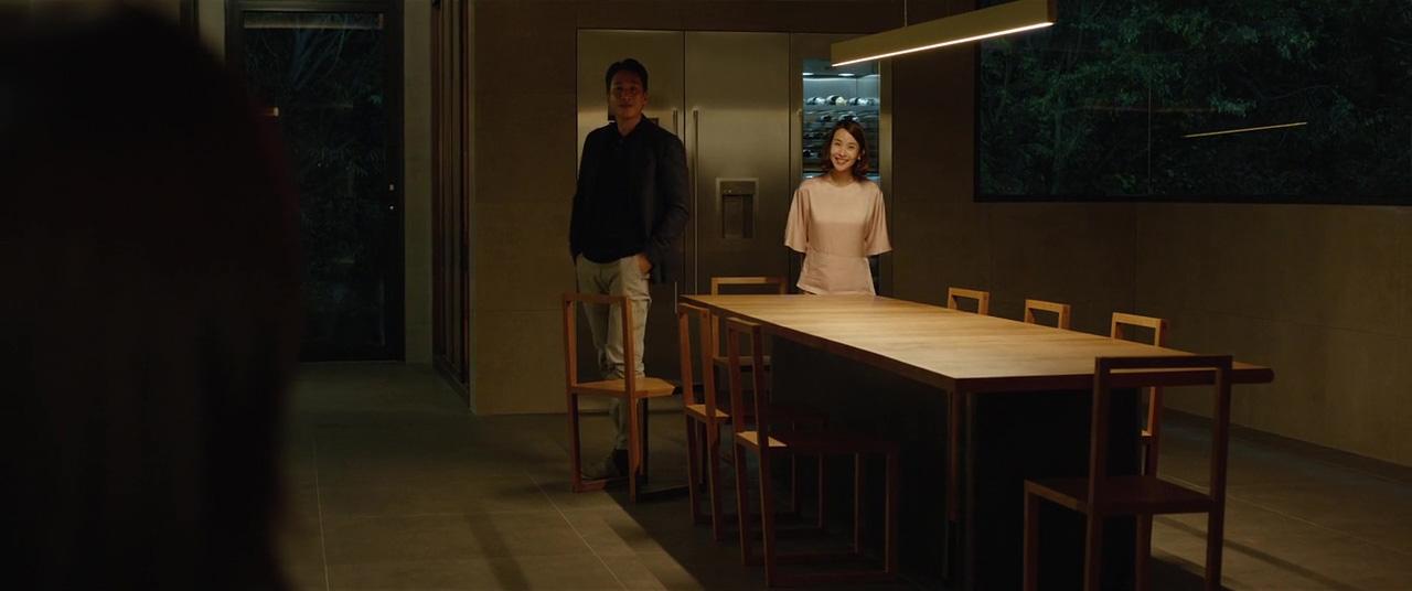 Sun-kyun Lee and Yeo-jeong Jo in Gisaengchung (2019)