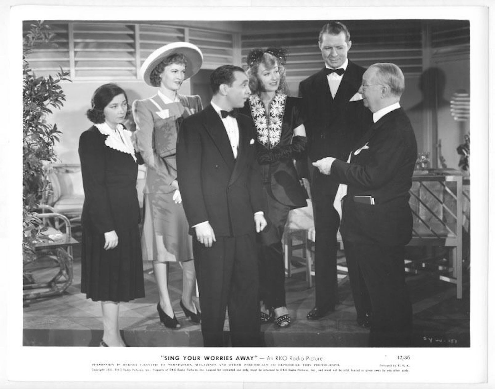 Harry C. Bradley, June Havoc, Patsy Kelly, Bert Lahr, Sam Levene, and Dorothy Lovett in Sing Your Worries Away (1942)