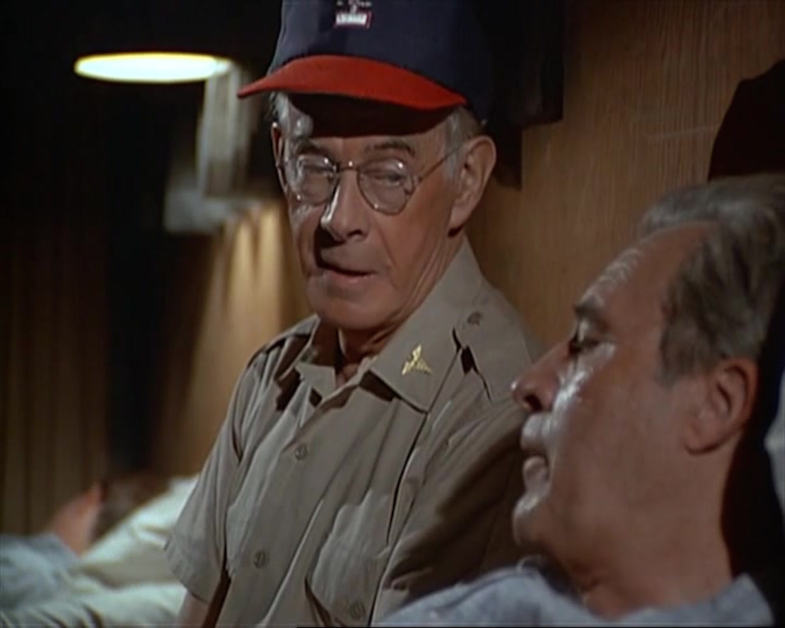 Harry Morgan and Larry Ward in M*A*S*H (1972)