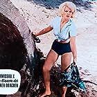 Gisela Hahn in Kommissar X - In den Klauen des goldenen Drachen (1966)